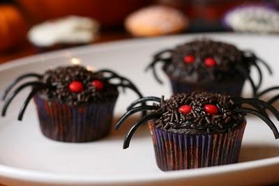 messyart halloween cupcakes